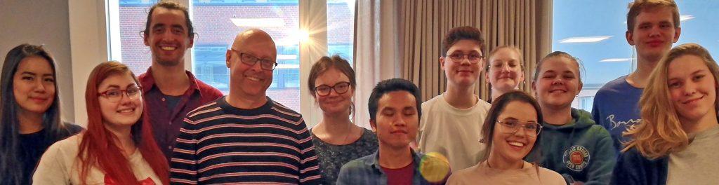 Samuel och Per med deltagare på kurs i feministiska mötestekniker.